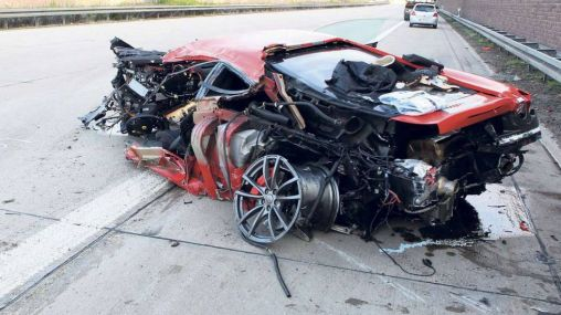 Ferrari 430 Scuderia crashed while driving at 300 km/h speed