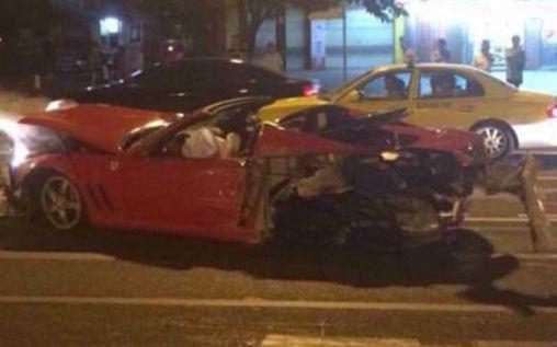 Very rare Ferrari 575M Superamerica brutal crash in China