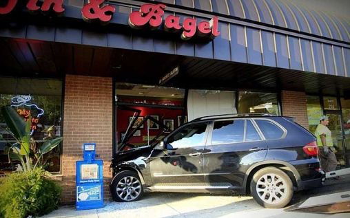 BMW X5 driven by woman crashed into building, 2 people injured