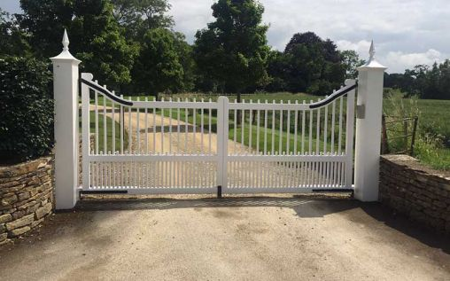 5 Advantages When It Comes to Owning a Swing Gate Opener